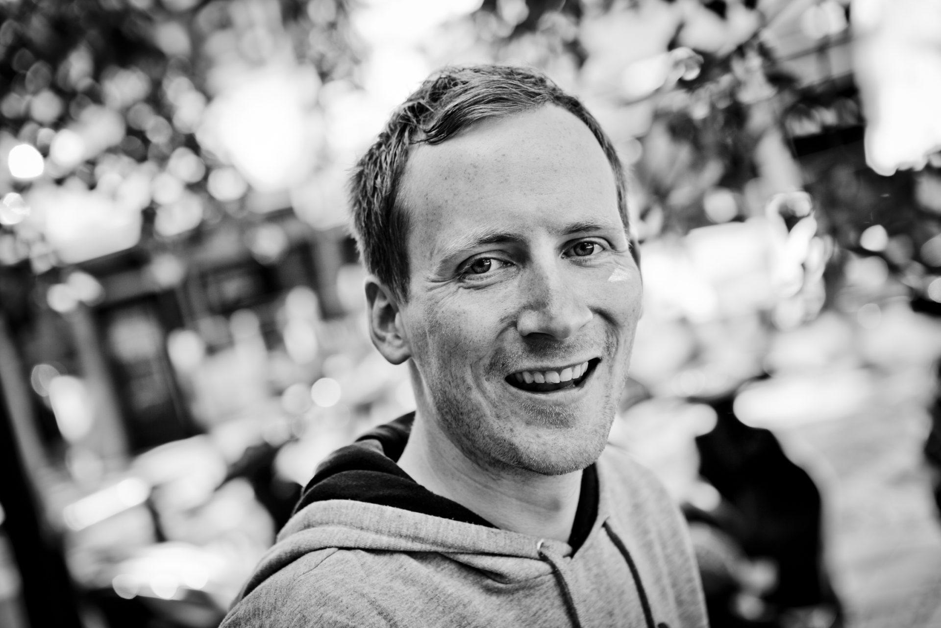 INSPIRATOR: Adrian Lund har inspirert og engasjert tusenvis av mennesker gjennom foredragene sine.